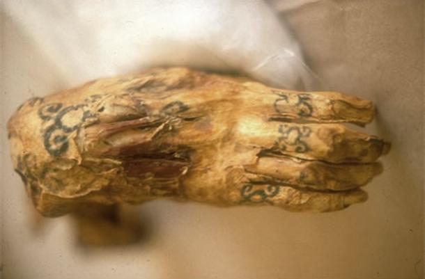 egyptian-hathor-tattoo